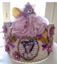 Petite Marie Antoinette Cake - I think this is actually a crown! Terri Gordon makes these - must get one! Gorgeous Cakes, Pretty Cakes, Cute Cakes, Amazing Cakes, Unique Cakes, Creative Cakes, Marie Antoinette, Cupcakes Decorados, Crown Party
