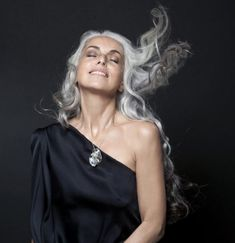 Yasmina, she knows how to style her hair. Too many photos of women with grey hair, the hair is too perfect & too short