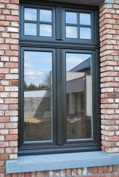 like the black window frames 1930s House Exterior, Rustic Houses Exterior, Window Design, Door Design, House Design, Exterior Colors, Exterior Design, Rustic Staircase, Black Window Frames