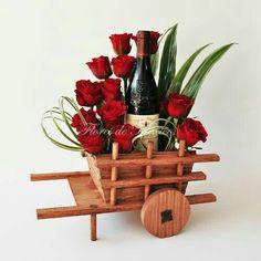Diy Gifts For Friends, Friend Birthday Gifts, Valentine Flower Arrangements, Floral Arrangements, Basket Crafts, Wine Baskets, Chocolate Bouquet, Candy Bouquet, Wine Gifts