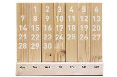 특별한 마감 없이 천연나무의 질감을 그대로 잘 살려 만들어진 #M3-Wood #Calendar는 인테리어 소품으로 제격인 친환경 원목 달력이다. 한 달 주기로 나무의 위치를 바꿔 영구적으로 사용할 수 있다.W24.5×H10.5×D7(㎝) #munito