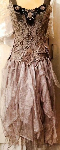 New Dress Diy Boho Gypsy Fashion Ideas Gypsy Style, Boho Gypsy, Bohemian Style, Boho Chic, Vintage Lace, Vintage Dresses, Vintage Outfits, Altered Couture, Ropa Shabby Chic