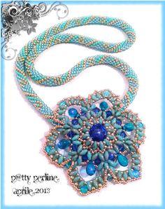 P@tty Perline : Rosa Carolingia Pattern superduo Note: rivoli surround with duos - tute in pics