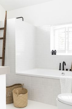 Elegant Home Interior .Elegant Home Interior Luxury Homes Interior, Home Interior, Living Room Interior, Bathroom Interior, Rental Bathroom, Interior Ideas, Retro Home Decor, Home Decor Kitchen, Unique Home Decor