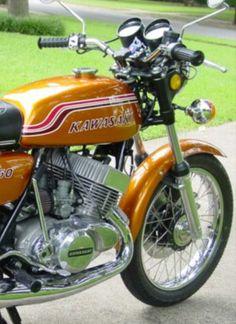Kawasaki Motorcycles, Vintage Motorcycles, Cars And Motorcycles, Motorcycle Museum, Japanese Motorcycle, Classic Motors, Mopeds, Super Bikes, Street Bikes