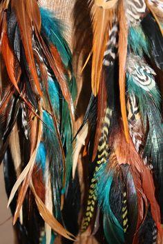 Sauvage et libre...    Ces boucles doreilles sont faits à la main à laide dune chaîne couleur bronze et surmonté dun tuquiose de couleur Pierre