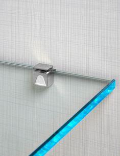 Planejados Suporte de prateleira de vidro com ajuste de pressão. Sustenta o vidro pelos dois lado, impedindo seu deslize.