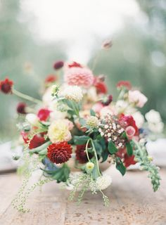 red + pink centerpiece | jen huang photo Fleuriste | magnolia rouge