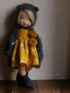 clothes for waldorf style dolls Elena by by mumanddot Cute dress & cape combo, love the Pom poms Little Known Ways to Make Doll Clothes Yourselves Girl Dolls, Baby Dolls, Fashion Dolls, Muñeca Diy, Waldorf Toys, Sewing Dolls, Doll Tutorial, Doll Maker, Soft Dolls