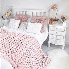 Gifts For Teen Girls, Chunky Knit Blanket, Teen Girl Room Decor, Toddler Girl Room Decor, Teen Girl dreamrooms Teenage Room Decor, Bedroom Decor For Teen Girls, Teen Girl Bedrooms, Room Decor Bedroom, Bedroom Ideas, Teen Bedroom, Bedroom Designs, Modern Bedroom, Diy Girl Room Decor