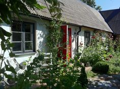 Lunkaberg Bed & Breakfast ligger på en vingård, 2,5 km från Skillinge på Österlen.