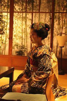 maiko Umechie in a wonderful kimono