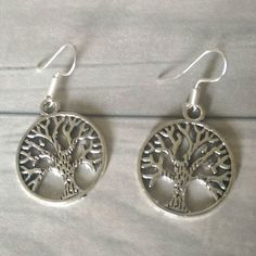 Celtic style tree of life earrings available from my Etsy shop. Link to shop in bio. #treeoflife #earrings #celticearrings #treeearrings #etsyuk #etsyseller #etsyshop