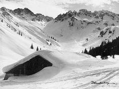 Die Warmatsgundalpe im Birgsauertal. Holen Sie sich unsere vintage Bergbilder…