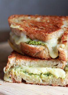 Artichoke Arugula Pesto Grilled Cheese | kitchentreaty.com @Kare (Kitchen Treaty)