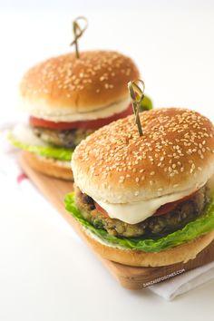 Estas hamburguesas vegetales son muy ligeras y están riquísimas. Son muy fáciles de preparar y tienen solo 168 calorías cada una, merece la pena probarlas.