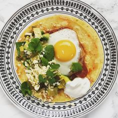 Mexican eggs - huevos rancheros recipe. Perfect if you have friends round for breakfast or brunch!