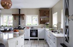 Потрясающий интерьер кухни в классическом стиле от Designer Kitchen