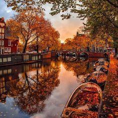 Relembrando as belas paisagens de outono de Amsterdã! Que tal já nos programar para o ano que vem?  (: @kardinalmelon) #outono #ctoperadora #wanderlust #seupontodepartida #viagem #viajar #viajarepreciso #travel #beautiful #amsterdam #instafoto #europa #outonoeuropeu
