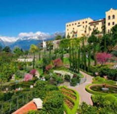 Al via il 1 Aprile la stagione di visite anche ai Giardini di Castel Trauttmansdorff (Merano, Bolzano) con la fioritura rigogliosa di oltre 300.000 fiori tra cui tulipani, narcisi, viole e papaveri, che renderanno unico e suggestivo il panorama.