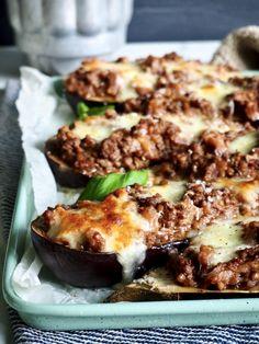 Fylt og gratinert aubergine - en lekkerbisk av en middag - Mat På Bordet Mozzarella, Baked Potato, Potatoes, Baking, Ethnic Recipes, Food, Potato, Bakken, Essen