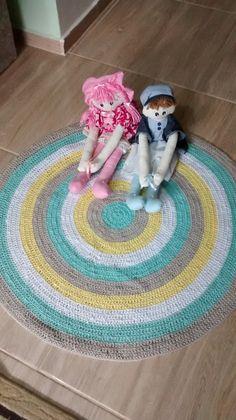 Tapete de crochê <br>Material barbante de algodão <br>Cores verde bege amarelo branco <br>Pode ser lavado