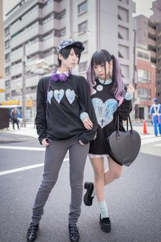 Design gurus provide over five natural new techniques to wear a hoodie without the need for resembling an angst-ridden. Estilo Goth Pastel, Pastel Goth Fashion, Kawaii Fashion, Lolita Fashion, Cute Fashion, Fashion Outfits, Fashion Trends, Fashion Fall, Fashion Fashion