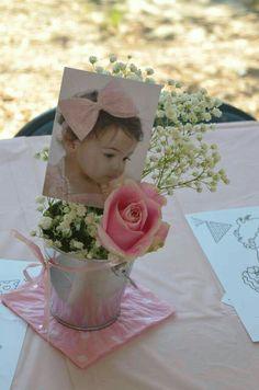 Centro de mesa  Cubeta o valde con flores blancas y rosa