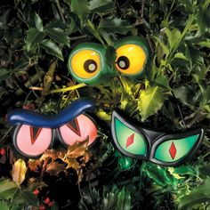 Place these sound-activated Halloween eyes in your hedge and they'll light up, growl and shake when they sense motion.