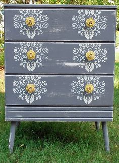 Clever dresser lace stencil - update your old furniture! Old Furniture, Repurposed Furniture, Furniture Projects, Furniture Makeover, Home Projects, Painted Furniture, Bedroom Furniture, Furniture Handles, Furniture Websites