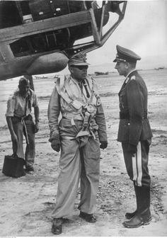 ■ Mariscal Albert Kesselring con el General Otto Hoffmann von Waldau (1898-1943) Fliegerführer Afrika.