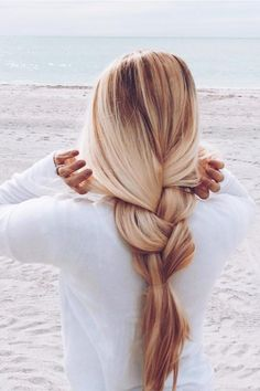 Simple Pretty Braid - we love it! @sarah.nourse wears her Ash Blonde #LuxyHairExtensions for highlights and volume <3
