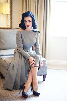Dita Von Teese on Nuxe Oil - Dita Von Teese Favorite Makeup. Lingerie Vintage, Vintage Glamour, Vintage Beauty, Dress Vintage, Look Casual, Casual Chic, Lingerie Latex, Buy Lingerie, Designer Lingerie