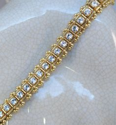 Nice style for strass string ~ Check Out These Free Bracelet Making Projects!What's Your Favorite Way to Make a Bracelet? Check Out These Free Bracelet M… - Jewelry IdeasLooking for a little inspiration for your next bracelet project? Beaded Bracelet Patterns, Bracelet Designs, Beaded Bracelets, Paracord Bracelets, Bead Patterns, Diy Jewelry Making, Bracelet Making, Jewelry Crafts, Handmade Jewelry