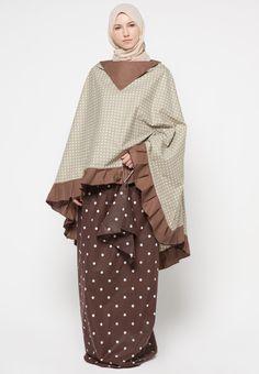 Mukena Mukaga Mela from Exobrooch in Ramadan Crafts, Muslim Dress, Hijab Tutorial, Princess Costumes, Fashion Sewing, Modest Outfits, Hijab Fashion, Sewing Patterns, Couture