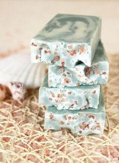 How to Prevent Scent Fading in Soap - Soap Queen - The first time you smell a fragrance or essential oil out of the bottle is definitely memorable. Soap Making Recipes, Homemade Soap Recipes, Diy Cosmetic, Savon Soap, Bath Soap, Lotion Bars, Goat Milk Soap, Handmade Soaps, Diy Soaps
