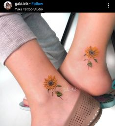 Check out what was successful in the tattoo scene in 2019 and know what to expect from new in The highlight and the trend of tattooing! Bff Tattoos, Friend Tattoos, Mini Tattoos, Body Art Tattoos, Sleeve Tattoos, Tattos, Tattoo Ink, Ankle Tattoos For Women, Tiny Tattoos For Girls