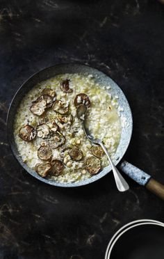 Try our Jerusalem artichoke risotto recipe. Our risotto recipe with Jerusalem artichoke is an easy risotto for a simple winter warmer recipe for the family Vegetarian Recipes Dinner, Paleo Recipes, Dinner Recipes, Jerusalem Artichoke Recipe, Best Risotto, Artichoke Recipes, Risotto Recipes, Winter Food, Food Inspiration