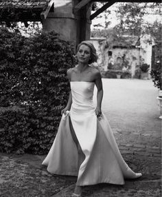 Dream Wedding Dresses, Bridal Dresses, Wedding Gowns, Timeless Wedding, Formal Wedding, One Day Bridal, Modern Minimalist Wedding, Bridal Poses, Perfect Bride