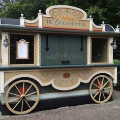 Efteling Gets a New Food Cart… Food Trucks, Food Cart Design, Food Truck Design, Kiosk Design, Booth Design, Coffee Carts, Coffee Shop, Coffee Mugs, Ice Cream Car