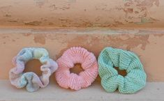 Neulottu hiusdonitsi on näyttävä asuste – ota talteen helppo ohje! - Kotiliesi.fi Diy Projects To Try, Scrunchies, Knitting Patterns, Knit Crochet, Diy And Crafts, Crochet Earrings, Kids Rugs, Etsy, Handmade Gifts
