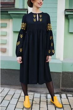 Minimalist Fashion - My Minimalist Living Pakistani Dresses Casual, Casual Dresses, Kurta Designs Women, Blouse Designs, Hijab Fashion, Fashion Outfits, Sleeves Designs For Dresses, Stylish Dresses For Girls, Viscose Dress