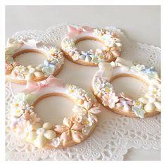 #flowercookies #customcookies #royalicing #icingcookies #sugarcookies #cookies #instacookies #flowercrown #edibleart #icedbiscuits #cbonbon #sakura #アイシングクッキー #クッキー #アイシングクッキー教室 #桜