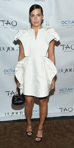For an event at Tao, Mandy Moore wowed in an architectural white dress and platform heels. Best Celebrity Dresses, Celebrity Style, Body Movie, Mandy Moore, Red Carpet Looks, Lady Gaga, Jennifer Lopez, Star Fashion, Beautiful People