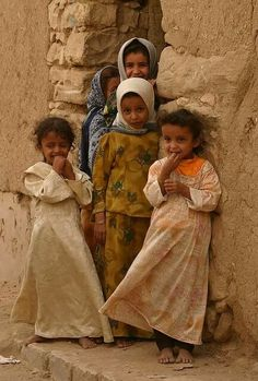 Shy little girls in Yemen. (V)