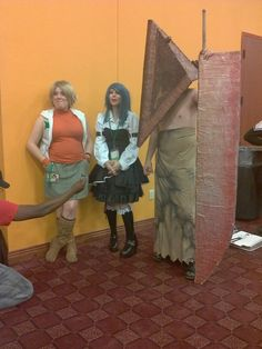 Victoria Paege with #SilentHill Cosplayers at the 2012 @SabotenCon