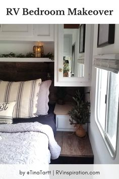 Photos before and after an RV renovation with Farmhouse style decor Travel Trailer Decor, Travel Trailer Remodel, Travel Trailers, Rv Travel, Camper Trailers, Country Chic Decor, Rustic Style, Rv Bunk Beds, Farmhouse Style Decorating