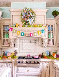 50 Trendy Easter Home Decor Ideas For Awesome Impressions - Easter is a festival to enjoy and rejoice. Food, family and fun are the highlights of the festival. Lavish food, colorful decor, warm get-togethers; Kitchen Island Centerpiece, Wood Box Centerpiece, Centerpieces, Rustic Frames, Spring Home Decor, Easter Party, Bunny Party, Easter Brunch, Freundlich