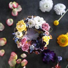 ㅡ 선물받은꽃다발 너무예뻐서 한참을 바라보다가... @asphodelflowers ✨ party cake design. Soocake.  ㅡ  #flower #cake #flowercake #partycake #birthday #weddingcake #buttercreamcake #buttercream #Halloween #designcake #soocake #플라워케익 #수케이크 #꽃스타그램 #버터크림플라워케이크 #베이킹클래스 #플라워케익클래스 #생일케익 #수케이크  www.soocake.com vkscl_energy@naver.com