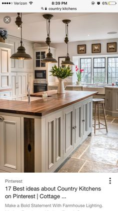 country kitchens Home Decorating Ideas Farmhouse Country kitchen kitchen island pendant lamps industrial style Home Decorating Ideas Farmhouse Source : Landhauskche Kochinsel Pendelleuchten industrieller Stil by Share Rustic Kitchen Cabinets, Country Kitchen Farmhouse, Farmhouse Kitchen Cabinets, Modern Farmhouse Kitchens, Home Kitchens, Kitchen Modern, Vintage Kitchen, Vintage Farmhouse, Farmhouse Decor